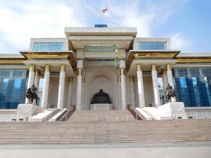 Parlement avec statue de Chenggis Khaan au centre