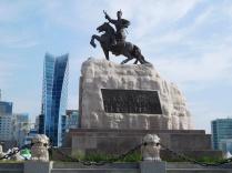 Statue de Sükhbaatar, héros de la révolution qui mit fin à la dépendance chinoise en 1921