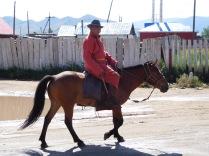Nomade à cheval en ville