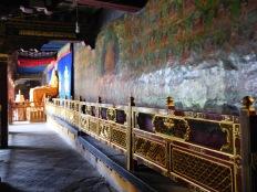 Peinture et trône du dalaï-lama à l'intérieur