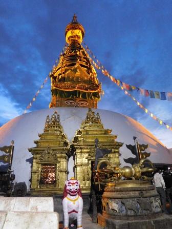 Le grand stupa illuminé