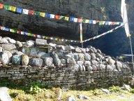 Mani : pierres gravées de mantras bouddhiques tibétains