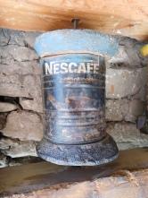 Le recyclage des boîtes Nescafé en moulin de prière