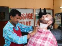 Le barbier à l'oeuvre