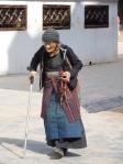 Tibétaine faisant le tour du Kora
