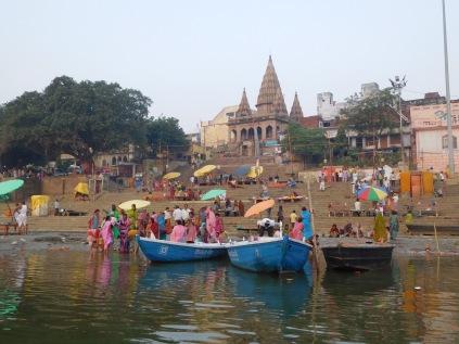 Les ghats vus du Gange