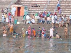 Rituels dans le Gange