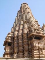 Kandariya-Mahadev (1025-1050) : shikhara de 31m avec 84 répliques en spirale ascendante