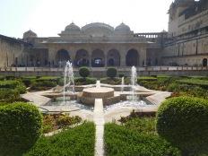 Les jardins luxuriants du palais du XVIIème siècle