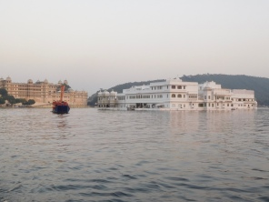 """Le fameux Lake hôtel dans James Bond """"Octopussy"""""""