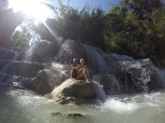 Le petit bain dans les chutes