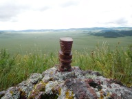 Tiki surplombe la steppe mongole