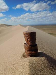 Tiki dans le Gobi