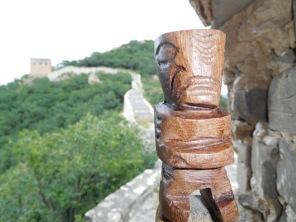 Tiki sur la muraille de Chine