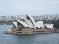 Vue de l'opéra depuis le pont