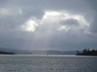quelques rayons de soleil lors de notre arrivée sur la péninsule Tasman