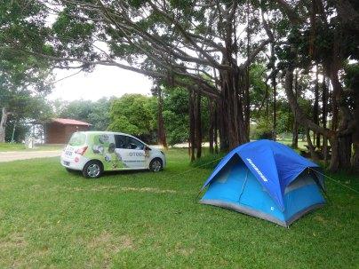 Camping de Poé avec notre Twingo publicitaire et tente ventilée