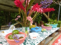 Vente de fruits en self-service et recyclage d'un pot de Blédilait Croissance