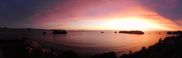 Lever de soleil à Cathedral Cove