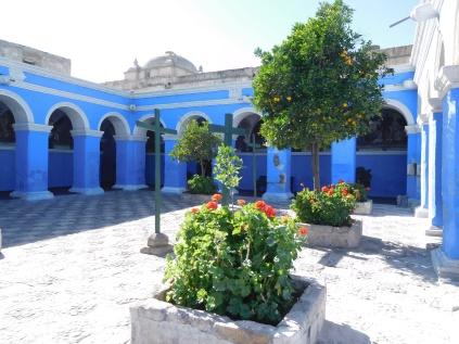 L'une des nombreuses cours du monastère Santa Catalina
