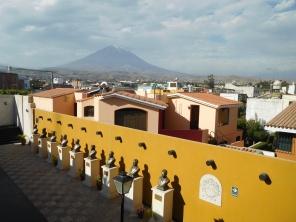 Vue sur Arequipa et le volcan qui la surveille